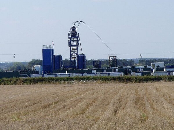 Shale gas extraction in Poland / Source: Karol Karolus, Wikimedia Commons (CC BY-SA-3.0)